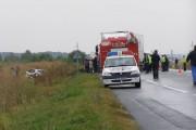 Şofer din Sălaj, accident în Cluj! A intrat cu maşina sub un T.I.R. din neatenţie şi a ieşit în decor
