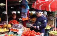 Au început confiscările la Piața Dezmir! Zilnic vor confisca agenții legume și fructe fără acte