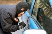 Un angajat al unei spălătorii auto a furat mașina unui client și s-a plimbat cu ea fără permis