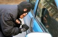 Trei hoți prinși în Mărăști, după ce au spart două mașini