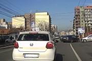 VIDEO LIVE- Accident violent pe strada Teodor Mihali din Cluj-Napoca! Două maşini avariate şi o persoană ranită