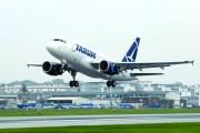 Panică într-un avion Tarom care a decolat de la Cluj-Napoca! Aeronava s-a reîntors şi a  aterizat de urgenţă