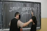 CLUJ: Profesorul bătăuş, iertăciuni la ceas de seară! S-a milogit în faţa elevilor după ce le-a dat pumni în burtă