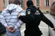 Protest violent în fața casei concubinei. Polițiștii l-au dus pe bărbat la