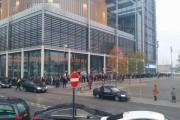 VIDEO - Peste 3000 de români așteaptă să voteze la Londra! Cozile de oameni se întind pe mai multe străzi