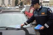 FOTO - Mii de pliante au împărţit poliţiştii clujeni într-o campanie de prevenire a furturilor din auto
