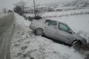 Viteza și zăpada fac victime la Săvădisla. Două persoane au fost rănite din cauza unui accident rutier