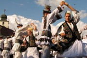 """Duminică are loc sărbătoarea cântecului, jocului și portului popular românesc  """"Jocu' la șură"""""""