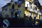FOTO - O vilă din Gherla a fost cuprinsă de foc! Proprietarul s-a aruncat în flăcări refuzând să părăsească locuința