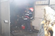 UPDATE - Incendiu puternic la garajele de pe strada Tășnad