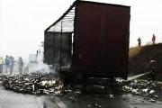 EXCLUSIV / VIDEO - Incendiu urmat de explozie la Bucea! Un TIR încărcat cu materiale inflamabile a ars ca o torță