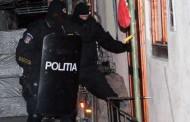 Proxenet urmărit de italieni, prins de polițiștii din Cluj în Sălaj. Mascații au dat buzna în casa bărbatului!
