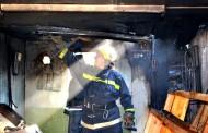 UPDATE - Incendiu în Baciu! Un garaj cu tot cu mașini a fost cuprins de flăcări