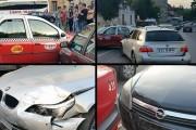 FOTO - Prăpăd pe Calea Moților! Un șofer a trecut pe roșu, mai multe mașini au fost avariate și două persoane rănite