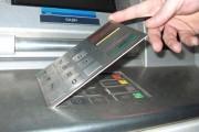 Doi bulgari au montat dispozitive de citit cardurile pe bancomatele din Cluj-Napoca
