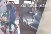 VIDEO - Cum fură două individe o tricicletă dintr-un bloc din Cluj-Napoca: