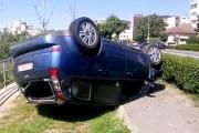 VIDEO - Și-a pus mașina cu roțile în sus pe malul Someșului și a fugit. Accidentul din Cluj-Napoca cu multe semne de întrebare