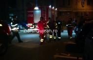 VIDEO - Intervenție dramatică a pompierilor, pe strada Bucegi din Mănăștur. Au spart ușa pentru a intra în apartament. Ce au găsit e DUREROS!