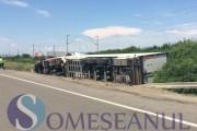 FOTO - Accident grav la Bonțida. Un Fiat a răsturnat un TIR