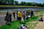 FOTO - Rușine autorităților! Pescarii au curățat Someșul din proprie inițiativă