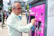 VIDEO - Emil Boc, primul care a testat sistemul de ticketing din stația Someșul. Deocamdată se pot lua doar bilete