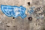 A fost prins tânărul care mâzgălea pereții unor imobile cu graffiti