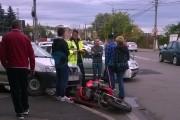 FOTO - Accident moto în Piața Abator, din cauza unui șofer aerian. Motocicleta s-a rupt în două!