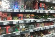 FOTO - Podoabele pentru bradul de Crăciun și-au făcut apariția în hipermarketurile clujene. Care sunt prețurile