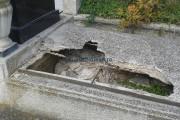 44 de morminte din Dej au fost profanate de un tânăr de 18 ani