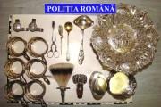 FOTO - Obiecte din argint și cărți vechi au confiscat polițiștii din Târgul de la Negreni