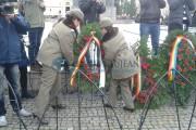 GALERIE FOTO - Zeci de coroane de flori au fost depuse la statuia lui Avram Iancu, din Cluj-Napoca, de Ziua Națională a României