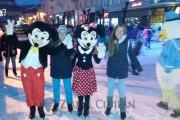 FOTO/VIDEO - Imagini de poveste la deschiderea patinoarului de la Turda. Mai frumos ca în Cluj-Napoca, inclusiv iluminatul festiv! Surpriza serii