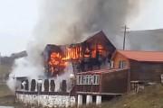 VIDEO - Incendiu lângă Cluj-Napoca! Cabana superbă a unui campion național a ars în totalitate