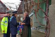 FOTO - Polițiștii din zona Huedin și angajații SAJ, acțiuni caritabile în prag de Crăciun