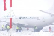 FOTO/VIDEO - David Ciceo spune că avionul Blue Air a aterizat de urgență la Cluj pentru că nu avea combustibil. Blue Air îl face mincinos pe directorul Aeroportului Cluj