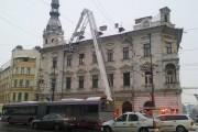 FOTO - Primăria Cluj-Napoca înlătură elementele decorative de pe clădirile istorice