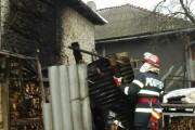 Slănina și cârnații s-au făcut scrum în gospodăria unor floreșteni, după ce afumătoarea a luat foc