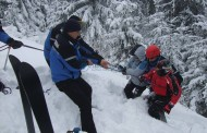 Un bărbat a murit în Munţii Bucegi din cauza unei avalanșe. Alți turiști au cerut ajutor