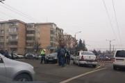FOTO - Accident în Mărăști, pe strada Fabricii. O șoferiță a intrat cu mașina într-un taxi