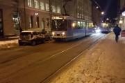 VIDEO - Tramvai blocat de o mașină, în Norvegia. Vezi cum reacționează călătorii