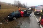 FOTO - Un mort, trei răniți și trei mașini distruse în accident la Izvorul Crișului