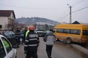 FOTO/VIDEO - Accident grav în Suceagu! Un microbuz cu copii și un autocar s-au ciocnit violent