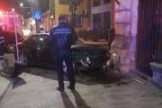 FOTO/VIDEO - Accident rutier pe Calea Moților! Autoturism proiectat direct într-o țeavă de gaz