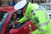 FOTO – De 8 Martie fetele din echipa națională de handbal a României și clujencele au primit flori de la polițiști