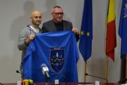 Alpinistul clujean Iuliu Ciprian Pătraşcu a primit drapelul judeţului Cluj pentru a-l duce pe cel mai înalt vârf din lume