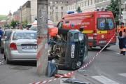 GALERIE FOTO - Accident spectaculos în Piața Cipariu! Mașină răsturnată, trei răniți