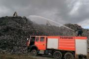 FOTO - Intervenție de peste 36 de ore a pompierilor clujeni pentru stingerea incendiului izbucnit la rampa provizorie de gunoi din Cluj-Napoca