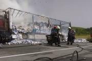 FOTO - Un TIR s-a făcut scrum pe varianta ocolitoare a municipiului Gherla. Ce a declanșat incendiul