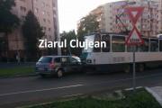 VIDEO - Accident între un tramvai și un autoturism, în Mănăștur