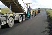 Pe drumul judeţean 103G Podeni - Moldoveneşti au fost demarate lucrări de întreţinere prin reprofilare